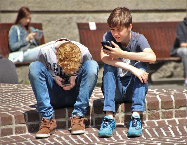 phone-game-159395