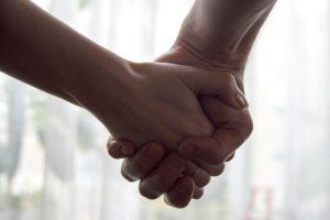teens holding hands142