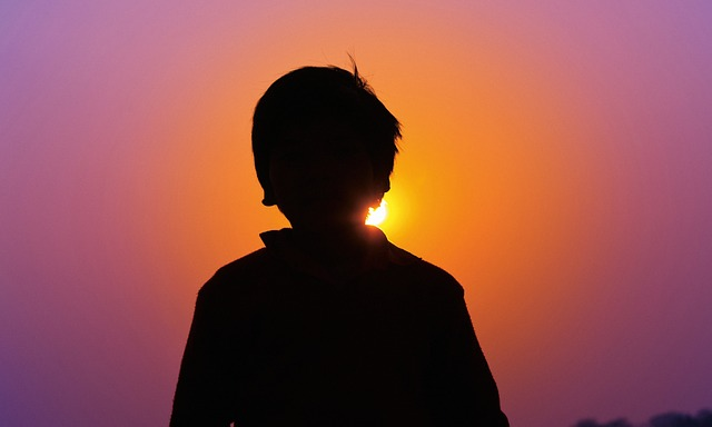 sunset lone boy-1097625_640